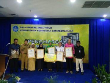 Balai Bahasa Jawa Timur Berikan Penghargaan Penggunaan Bahasa Media Luar Ruang